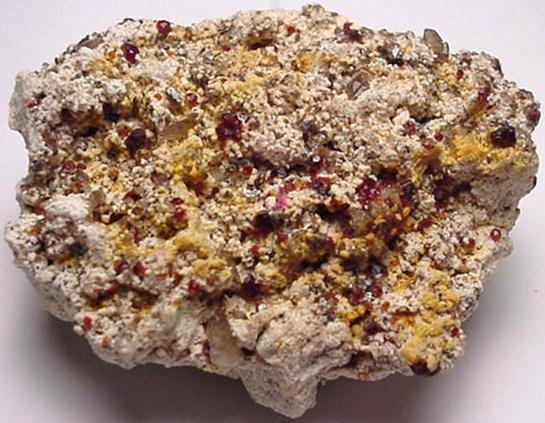 Earth Treasures Estados Unidos Massachusetts 2.5 Inches Long 4.5 Oz. Spessartine Garnet Rare Mineral Specimen