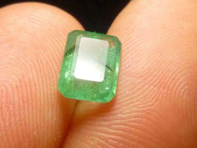 Gemtrading Turquie Izmir 1.88cts Colombian Emerald , 100% Natural Gemstone