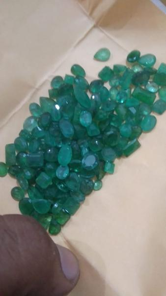 Gemtrading Turkey Izmir 850ct Emerald Parcel