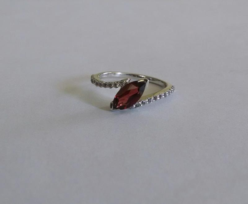 Shahgems India Rajasthan Jewelry Ring Silver Garnet Red