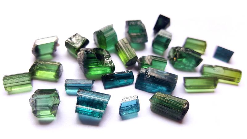 Hero Gems And Minerals Pakistán Khyber Pakhtunkhwa Minerals Tourmaline  Green Small Cabinet