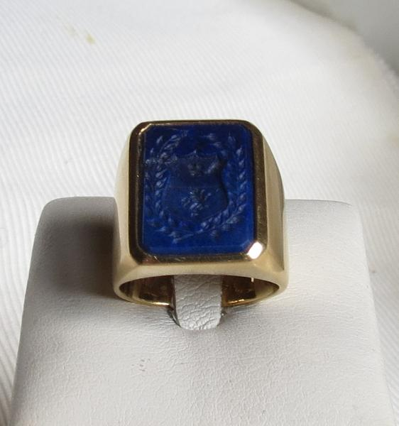 Luanap Italy Roma Ring gold 18 Kt whit hand made engraved noble coat of arms