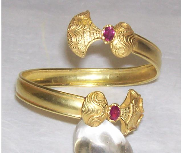 Luanap Italy Roma Hand made bracelet gold 18 Kt whit two UNTRATED cabouchon Ruby burma Mong shù