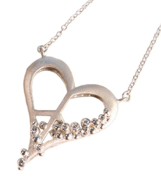 Jane A Gordon Jewelry Estados Unidos New York Peace of Heart Necklace- Small- Sterling Silver with diamonds