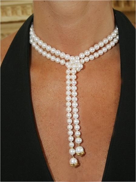 Jane A Gordon Jewelry États-Unis New York Pearl Lariat-Flower tips in 18K gold