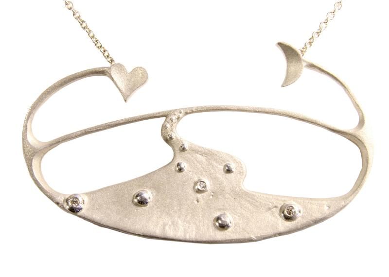 Jane A Gordon Jewelry États-Unis New York Moon River Necklace in sterling silver with diamonds